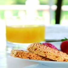 Peach and passion fruit crispy snack bar